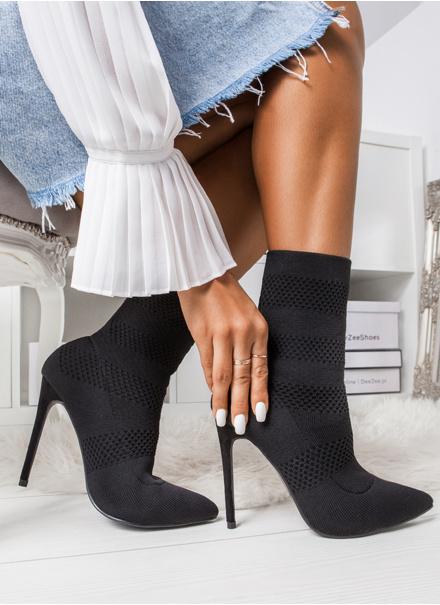 Od kozaków za kolano po botki na obcasie. Jakie buty będą hitem jesieni 2019?